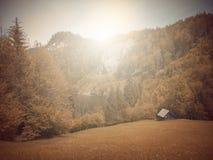 В осени Басня фантазии в парке с сценой восхода солнца стоковые изображения