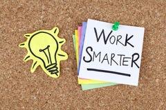 Вдохновляющая мотивационная работа примечания фразы успеха в бизнесе более умная Стоковое Изображение RF