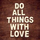 Вдохновляющая цитата мотировать в деревянном Стоковая Фотография