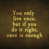 Вдохновляющая цитата мотировать на старой предпосылке Стоковые Фотографии RF