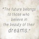 Вдохновляющие слова цитаты на старой задней части бумаги Стоковая Фотография RF