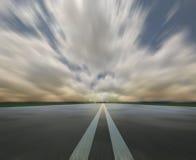 вдоль шторма дороги облаков Стоковые Фотографии RF