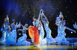 В различных представлениях и с различными выражениями ---Народный танец голубого и белого фарфора Стоковое Изображение RF