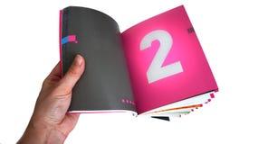 В руках на девушке открытая книга стоковые фото