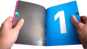 В руках на девушке открытая книга стоковое изображение rf