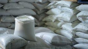 В складе поставщик еды хранил много мешков риса акции видеоматериалы