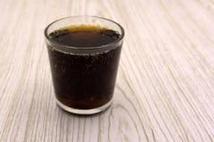 В стекле льда Немножко carbonated напиток солода сделанный от ячменя и хмелей Также как стоковая фотография rf