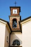 В стене mozzate и милане колокола башни церков солнечном Стоковое Изображение