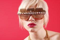 в стиле фанк сексуальная женщина солнечных очков Стоковое Изображение