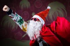В стиле фанк солнечные очки формы сердца Санта Клауса нося Стоковое Изображение