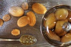 В тортах западн-стиля таблицы древесины Стоковые Изображения RF