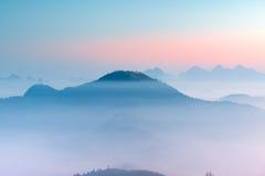 В утре, в долине облаков Стоковые Изображения RF