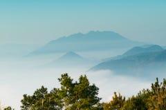 В утре, в долине облаков Стоковая Фотография RF