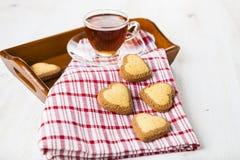 в форме Сердц печенья и чай Стоковое Фото