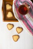 в форме Сердц печенья и чай Стоковые Фото
