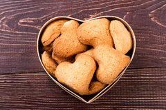 в форме Сердц печенья в коробке Стоковые Изображения