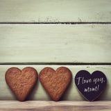 в форме Сердц печенья и мама текста я тебя люблю Стоковое Изображение