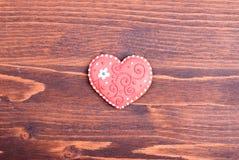 в форме Сердц печенья на день валентинки на доске Стоковая Фотография