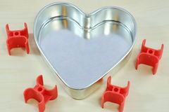 в форме Сердц стальной поднос Стоковые Изображения
