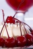 2 в форме сердц торта в белизне и черноте Стоковые Изображения
