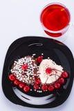 2 в форме сердц торта в белизне и черноте Стоковая Фотография RF