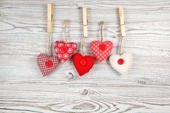в форме Сердц украшение на древесине стоковая фотография rf
