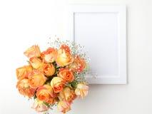Влюбленности или notloves я, общипывающ с лепестков стоцвета Стоковые Фото