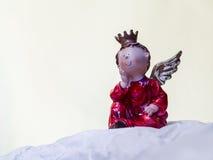 Влюбленность Анджел с кроной и крылами Стоковые Изображения