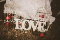Влюбленность - деревянная надпись для wedding Стоковая Фотография