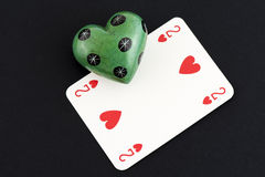 Влюбленность играя карточки и камня Стоковое фото RF