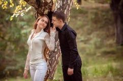Влюбленность и привязанность между молодой парой Стоковые Фото