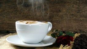 Влюбленность кофе с сердцами на молоке, искусством кофе Latte Стоковая Фотография