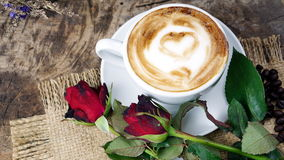 Влюбленность кофе с сердцами на молоке, искусством кофе Latte Стоковое Фото