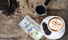 Влюбленность кофе с сердцами на молоке, искусством кофе Latte Стоковое Изображение