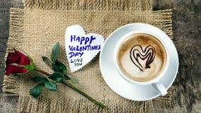 Влюбленность кофе с сердцами на молоке, кофе Latte Стоковое Изображение RF