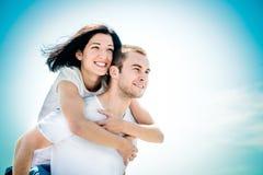 Влюбленность - молодая пара стоковое изображение