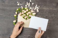 влюбленность письма сердца габарита Приглашения свадьбы Стоковые Фото