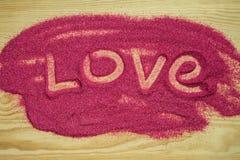 Влюбленность покрашенная на песке покрашенном пинком Стоковое Фото