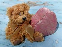 Влюбленность плюшевого медвежонка Стоковые Фотографии RF