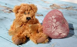 Влюбленность плюшевого медвежонка Стоковое Изображение