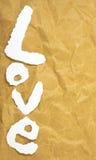 Влюбленность слова в отрезка письмах кассеты вне положила дальше коричневую бумагу Стоковые Изображения RF