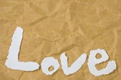 Влюбленность слова в отрезка письмах кассеты вне положила дальше коричневую бумагу Стоковая Фотография