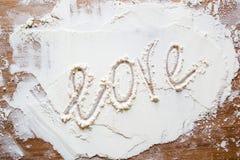 Влюбленность слова на муке стоковая фотография rf