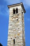 В borghi varano и дне колокола башни церков солнечном Стоковое Изображение RF