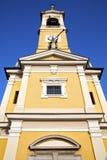 В cislago старой абстрактной Италии sunn колокола башни церков Стоковое Изображение