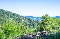 Габаритный ландшафт гор и домов Пиренеи Стоковая Фотография RF