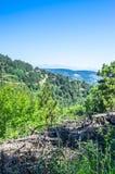 Габаритный ландшафт гор и домов Пиренеи Стоковые Изображения RF