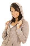 Гаваиская куртка серого цвета улыбки фитнеса женщины стоковое фото rf