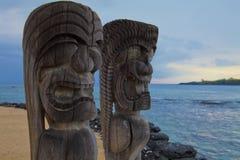 Гаваиские тотемные столбы Tikis Стоковая Фотография