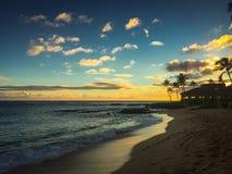 Гаваиский заход солнца пляжа Стоковая Фотография